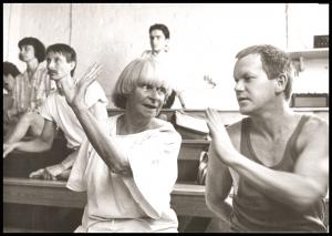 Brigitte Bergese und Berndt Bartel sowie Workshopteilnehmer, Qigong im Pantomimenstudio Prenzlauerberg 1982